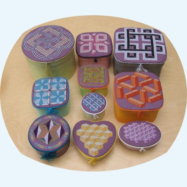 83C Borduurpatroon Kruissteken Embroidery pattern Cross-stitches Geometrie doosjes